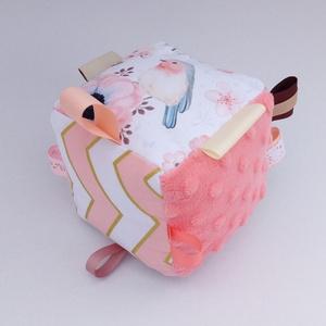 Madárkám- készségfejlesztő játékkocka kisbabáknak . :), Gyerek & játék, Gyerekszoba, Játék, Készségfejlesztő játék, Varrás, Patchwork, foltvarrás, Pici babák számára készült puha játékkocka, amely megannyi színnel és élménnyel várja kis tulajdonos..., Meska