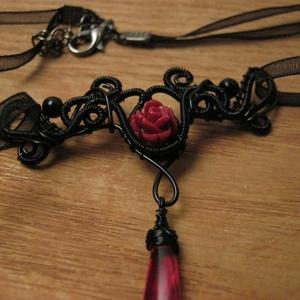 Vörös rózsa nyaklánc (AquilaHaza) - Meska.hu