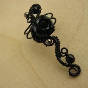 Fekete Rózsa fülgyűrű (AquilaHaza) - Meska.hu