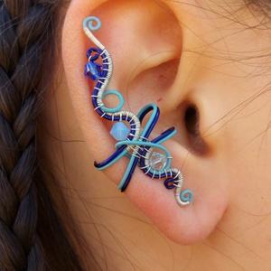 Vihar fülgyűrű, Ékszer, Fülbevaló, Fülgyűrű, Fémmegmunkálás, Ékszerkészítés, Fülgyűrű kék Swarovski gyöngyökből, bevonatos kék és ezüstözött drótból.\nAz ékszer nikkelmentes.\n\n4,..., Meska