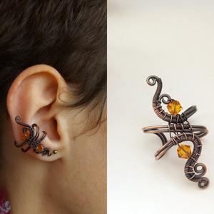 Száműzött úrnő fülgyűrű, Ékszer, Fülbevaló, Fülgyűrű, Ékszerkészítés, Fémmegmunkálás, Vörösréz drótból és narancssárga Swarovski gyöngyből készített fülgyűrű.\nAz ékszert antikoltam majd ..., Meska