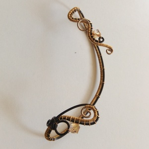 Fülékszer, Ékszer, Fülbevaló, Mászó fülbevaló, Fekete bevonatos réz, ezüstözött réz, sárgaréz drótból és kristálygyöngyből készült fülgyűrű.  A fül..., Meska