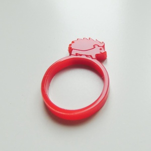 Sünis gyűrű, Ékszer, Figurális gyűrű, Gyűrű, Imádod a süniket? Akkor neked való ez a cuki sünis gyűrű!  3 mm vastag akril lemezből készült lézerv..., Meska