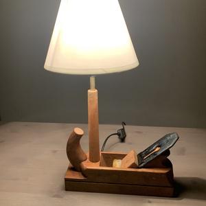 Industrial, retro, vintage kézi gyalu lámpa, asztali lámpa, Otthon & Lakás, Lámpa, Asztali lámpa, Famegmunkálás, Gyalu 2.0, hogy jobban lásd mit gyalulsz! Eladó egy gyaluból készült asztali lámpa. A lámpa szára eg..., Meska