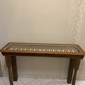 Egyedi különleges üveges konzolasztal, asztal zongorából, Otthon & Lakás, Bútor, Asztal, Famegmunkálás, A zene ereje csodálatos! Zongorából készített különleges üveges konzolasztal, bármilyen stílusú laká..., Meska
