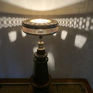 Zongoraláb lámpa, asztali lámpa, zongora, Otthon & Lakás, Lámpa, Asztali lámpa, Famegmunkálás, A zene fényt hoz a lakásba! Zongoralábból készült asztali lámpa, a búra egy régi csillár ventilátor ..., Meska