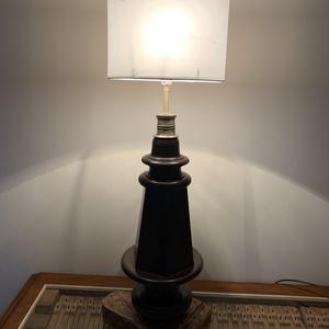 Egyedi asztali lámpa, zongoraláb lámpa, Otthon & Lakás, Lámpa, Asztali lámpa, Famegmunkálás, A zene fénnyé alakulása! Zongoralábból készült asztali lámpa, a talp zongora formájú. Teljes magassá..., Meska
