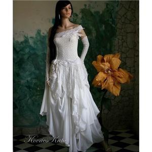 LINDA - artsy patchwork menyasszonyi ruha , Esküvő, Menyasszonyi ruha, Ruha, Válogatott francia csipkékből és bohókásan felcsippentett muszlin-cakkokból összeállított, látványos..., Meska