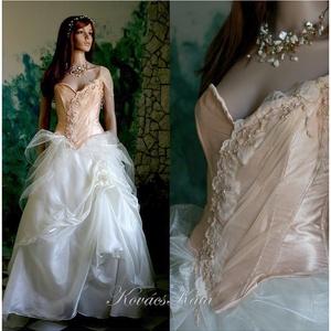 MELBA - menyasszonyi ruha, Esküvő, Menyasszonyi ruha, Ruha, Gyönyörű romantikus fantáziaruha halcsontos, festett-tüllös, csipkés díszítésű barack-színű gyűrt- s..., Meska