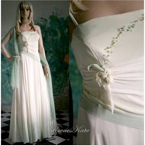 GRACE - selyemruha , Esküvő, Ruha, Menyasszonyi ruha, Elegáns vonalú, hernyóselyem krepdesin ruha.  A vonalú, részekből szabott. Halvány almazölddel kézze..., Meska