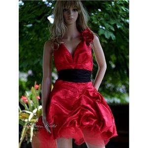 NANA - brokát báli ruha , menyecske ruha, Táska, Divat & Szépség, Esküvő, Menyasszonyi ruha, Esküvői ruha, Ruha, divat, Női ruha, Estélyi ruha, Varrás, Tűzpiros, rózsamintás vastag brokátselyemből készítettem ezt a Moulin Rouge hangulatú szexi báli.vag..., Meska