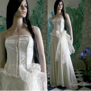 CAMILLE menyasszony, Esküvő, Menyasszonyi ruha, Ruha, ALTERNATÍV MENYASSZONYI RUHA Három anyag kombinációja alkotja ezt a varázslatos hangulatú ruhát. A m..., Meska