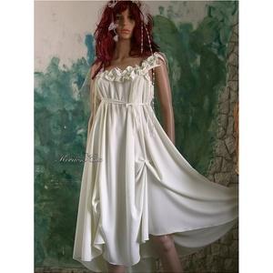 NIMFA - selyemruha , Esküvő, Ruha, Menyasszonyi ruha, Varrás, Görögös, istennős libegő selyemruha finom, zöldes árnyalatú matt selyemből. Helyenként felcsippentés..., Meska