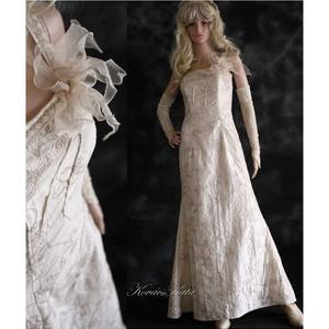 LUISE - taftruha, Esküvő, Menyasszonyi ruha, Ruha, Vajszínű hímzett gyűrt taftból készült, egyszerű vonalú félvállas elegáns hosszú ruha. A dekoltázs k..., Meska