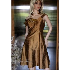 ÓARANY princessz - exkluzív shantung ruha, Alkalmi ruha & Estélyi ruha, Női ruha, Ruha & Divat, Varrás, Foltberakás, Klasszikus princessz-szabású ruha extravagáns részletekkel a dekoltázs környékén.\nAnyaga luxus-minős..., Meska