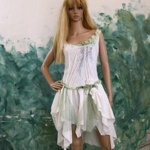 ROZITA - lolita-ruha, koktélruha, Alkalmi ruha & Estélyi ruha, Női ruha, Ruha & Divat, Varrás, Festett tárgyak, Különleges tört-fehér selyemruha kézzel-festett részletekkel, tüllel és szabadkézi motívummal.\n \nGyö..., Meska