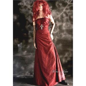 ZSANNA - estélyi ruha gallér-stólával, Alkalmi ruha & Estélyi ruha, Női ruha, Ruha & Divat, Varrás, Bordó taftselyemből tervezett raffolt, pánt nélküli estélyi ruha.\nElegánsan egyszerű. Béleletlen.\nAn..., Meska