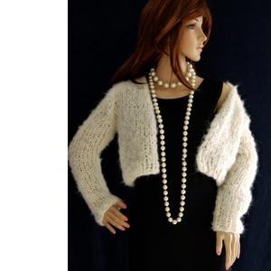 MELODY - exkluzív kézzel kötött alpaka kabátka , Táska, Divat & Szépség, Női ruha, Ruha, divat, Kabát, Kötés, Kényeztető elegancia:\nFinom, tört-fehér hosszú-szőrű alpaka fonalból készült, vatta-puhaságú, klassz..., Meska