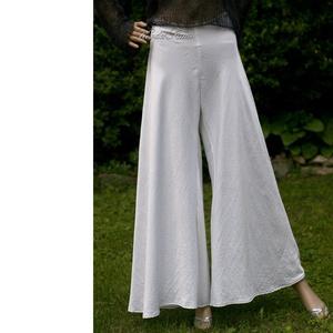 CARELA - exkluzív szatén harang-nadrág, Táska, Divat & Szépség, Női ruha, Ruha, divat, Nadrág, Varrás, Gyönyörű fehér, enyhén gyűrt viszkóz-selyemből készült földig érő gloknis nadrág.\n\nAkár egy alternat..., Meska