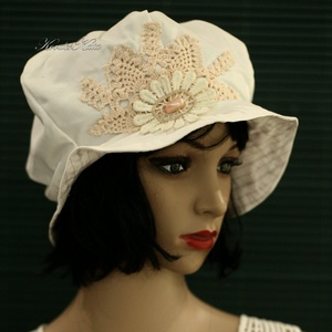REBEKA - romantikus nyári bucket kalap , Táska, Divat & Szépség, Női ruha, Ruha, divat, Sál, sapka, kesztyű, Sapka, Varrás, Foltberakás, Különleges minőségű, jó tartású, selymes-fényű, tört-fehér pamut-ripszből készült béleletlen, buggyo..., Meska