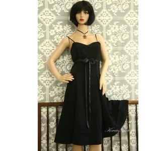 IRÉN, a \'kis fekete\' selyemruha, Táska, Divat & Szépség, Ruha, divat, Női ruha, Estélyi ruha, Varrás, Az a bizonyos \'kis fekete\' szép esésű, hollófekete nehéz-selyemből készült változata.\nSok részből sz..., Meska