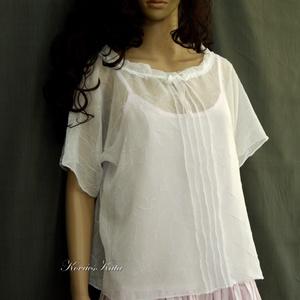 ZITA -muszlin-blúz, Táska, Divat & Szépség, Ruha, divat, Női ruha, Blúz, Könnyű, áttetsző blúzocska gyűrt fehér muszlinból. Elöl-hátul piékkel, szalaggal állítható nyakkörre..., Meska