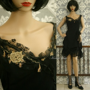 INDIRA - koktélruha applikációval, Alkalmi ruha & Estélyi ruha, Női ruha, Ruha & Divat, Varrás, Foltberakás, Az a bizonyos \'kis fekete\' szép esésű, hollófekete nehéz-selyemből készült, vintage aranyhímzéssel é..., Meska