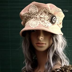 TAMARA - kézműves kalap, Táska, Divat & Szépség, Női ruha, Ruha, divat, Sál, sapka, kesztyű, Sapka, Ezt a romantikus darabot púder-rózsaszínű düftinből készítettem, ekrü csipke rátéttel díszítettem. K..., Meska