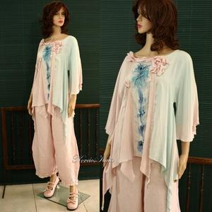 KIMONÓ-BLÚZ - art to wear 100% selyemblúz , Táska, Divat & Szépség, Női ruha, Ruha, divat, Blúz, Esküvő, Varrás, Selyemfestés, Kézzel festett különlegesség halvány-rózsaszín és halvány-türkiz árnyalatokban. \nAz eleje-mintáját m..., Meska