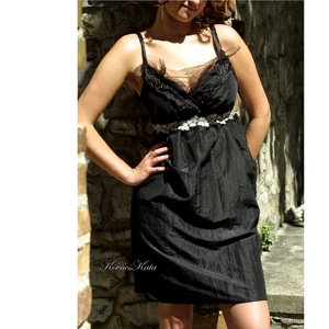 BARBI - fekete taft koktélruha, Alkalmi ruha & Estélyi ruha, Női ruha, Ruha & Divat, Varrás, Kombinépántos, mell alatt vágott és a vágáson ezüstleveles csipkével, gyöngyökkel díszített taftruha..., Meska