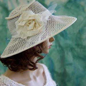 HÓFEHÉR NECCKALAP - extravagáns esküvői kalap (Aranybrokat) - Meska.hu