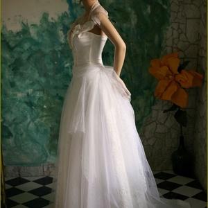 LAURA - menyasszonyi ruha (Aranybrokat) - Meska.hu