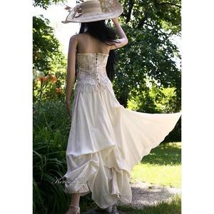 SZIBILLA - design ruha, alternatív menyasszonyi ruha (Aranybrokat) - Meska.hu