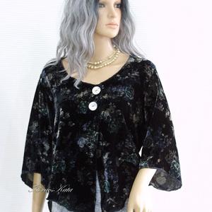 JANA - selyembársony design-blúz, Blúz, Női ruha, Ruha & Divat, Varrás, Rózsamintás, könnyű, hűvös selyembársonyból készítettem ezt az elöl két nagy gyöngyházgombbal összef..., Meska