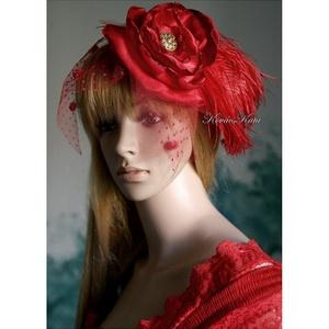 FASCINATOR  - PIN-UP esküvői kalapka \'PIRI\', Esküvő, Hajdísz, Kontydísz & Hajdísz, Varrás, Extravagánsan romantikus:\ntüllös, tűzpiros szatén-selyem rózsa-kalapka strucctollal.\n\nKönnyen feltűz..., Meska