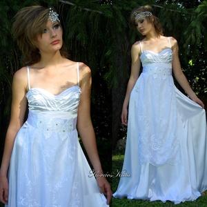 PENELOPÉ - artsy romantikus menyasszonyi ruha, Esküvő, Ruha, Menyasszonyi ruha, Gyönyörű, A vonalú, mell alatt vágott ruha viszkóz-szaténból, hímzett organzából. Mellrészen gazdag ..., Meska