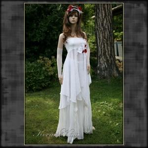 POPPY BRIDE - bohém alternatív menyasszonyi ruha , Esküvő, Ruha, Menyasszonyi ruha, Romantikus ruhácska hófehér elasztikus zsenília-kelméből, gyűrt muszlinból pipacs rátétekkel. Hozzá ..., Meska