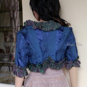 BROKÁT BOLERÓ - vintage styl rövid kabátka, Ruha & Divat, Női ruha, Bolero, Varrás, Különlegesen szép kék árnyalatú vintage pamutbrokátból készült ez a selyem-fodrocskákkal szegélyezet..., Meska