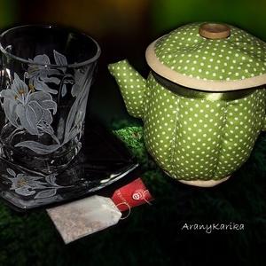 Liliomos teás szett és textil teás kancsó, Konyhafelszerelés, Otthon & lakás, Bögre, csésze, Kancsó , Varrás, Gravírozás, pirográfia, Ha különleges, egyedi és ráadásul személyre szóló ajándékkal akarsz kedveskedni a barátnődnek, rokon..., Meska