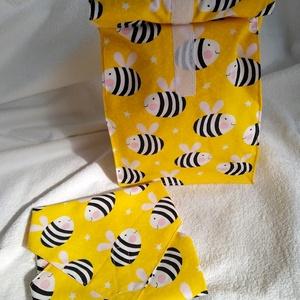 Méhecskés uzsonnás tasak és újraszalvéta szett., NoWaste, Textilek, Textil tároló, Kendő, Bevásárló zsákok, zacskók , Varrás, Mindenmás, A szett tartalmaz egy újraszalvétát aminek a mérete 31x31 cm PUL béléssel.\nTartalmaz továbbá egy PUL..., Meska