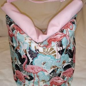 Flamingós -Vízhatlan uzsonnás tasak kézben vihető, Táska & Tok, Uzsonna- & Ebéd tartó, Ebéd tasak, doboz, Varrás, Mindenmás, Kívűl vízhatlan anyagból, belűl PUL béléssel készült.\nNem kell a táskánkba pakolni az uzsonnát, ebéd..., Meska