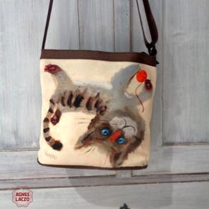 Pajkos macska táska , Táska, Divat & Szépség, Táska, Válltáska, oldaltáska, Varrás, Ingyenes posta !\n\nOldaltaska, valltaska, sajat rajzommal. \nEz biztosan nem fog szembejonni ! :-) \n\nA..., Meska