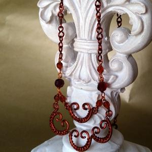 vörösréz drót ékszer szett, Ékszerszett, Ékszer, Ékszerkészítés, Fémmegmunkálás, Vörösréz drótból készített, egyedi tervezésű ékszer szett. Nyaklánc és fülbevaló mind védőréteggel b..., Meska
