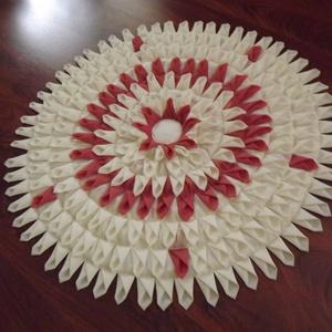 Díszszönyeg , Szőnyeg, Lakástextil, Otthon & Lakás, Varrás, Ez a kb. 1 méter átmérőjű szőnyeg selyem (fülecskék), és filc(alja) anyagból készült megrendelésre. ..., Meska