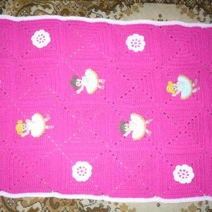 Gyermek takaró, Gyerek & játék, Baba-mama kellék, Horgolás, Varrás, Baby fonalból készült gyermek takaró, balerinákkal és virágokkal díszítve. \nMérete: 95x69 cm.\nMosása..., Meska