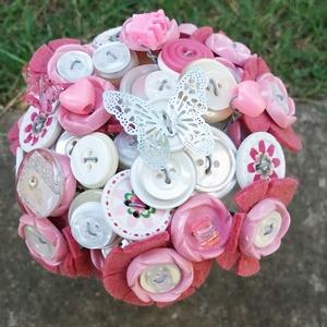 Pillangós gombcsokor, Egyéb, Esküvő, Esküvői csokor, Otthon & lakás, Dekoráció, Csokor, Virágkötés, Rózsaszín és fehér örökcsokor, amely gombokból, gyöngyökből és filcből készült.\nNagyszerű ajándék ki..., Meska