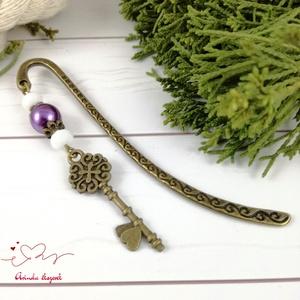 Kulcs könyvjelző lila-fehér gyöngyökkel anyák napja ballagás évzáró pedagógus karácsony szülinap névnap  (Arindaekszerek) - Meska.hu