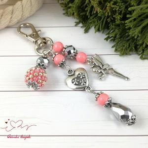 Rózsaszín tündér kulcstartó táskadísz anyák napja ballagás évzáró pedagógus karácsony szülinap névnap , Kulcstartó, táskadísz, Táska, Divat & Szépség, Ékszerkészítés, Gyöngyfűzés, gyöngyhímzés, Rózsaszín és ezüst gyöngyökből, szív alakú köztesből, fűzött 1 cm-es gyöngybogyóból és tündér fityeg..., Meska