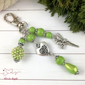 Fűzöld tündér kulcstartó táskadísz anyák napja ballagás évzáró pedagógus karácsony szülinap névnap , Kulcstartó, táskadísz, Táska, Divat & Szépség, Ékszerkészítés, Gyöngyfűzés, gyöngyhímzés, Zöldés ezüst gyöngyökből, szív alakú köztesből, fűzött 1 cm-es gyöngybogyóból és tündér fityegőből k..., Meska