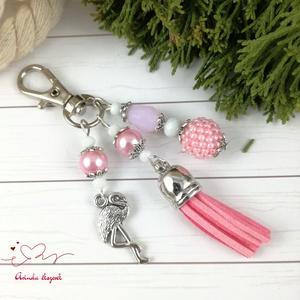 Rózsaszín flamingó fűzött bogyós bojtos kulcstartó táskadísz anyák napja ballagás évzáró pedagógus karácsony szülinap, Kulcstartó, táskadísz, Táska, Divat & Szépség, Otthon & lakás, Egyéb, Naptár, képeslap, album, Könyvjelző, Ékszerkészítés, Gyöngyfűzés, gyöngyhímzés, Rózsaszín és fehér gyöngyökből készítettem ezt a nyári hangulatú, flamingós fityegővel és velúrbojtt..., Meska